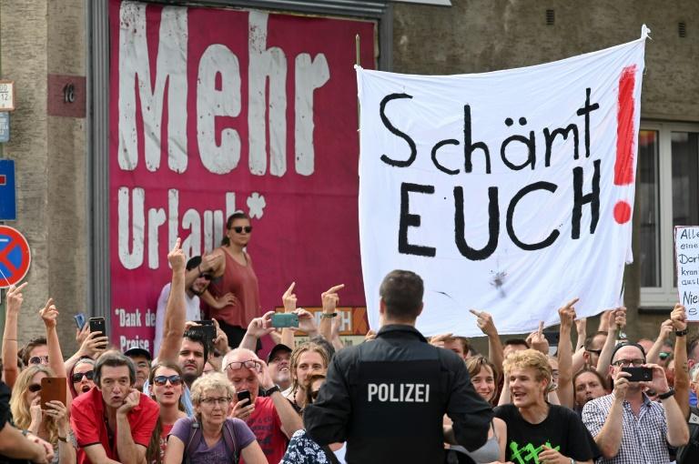 Tausende protestieren in Kassel und Halle gegen Rechtsextremismus