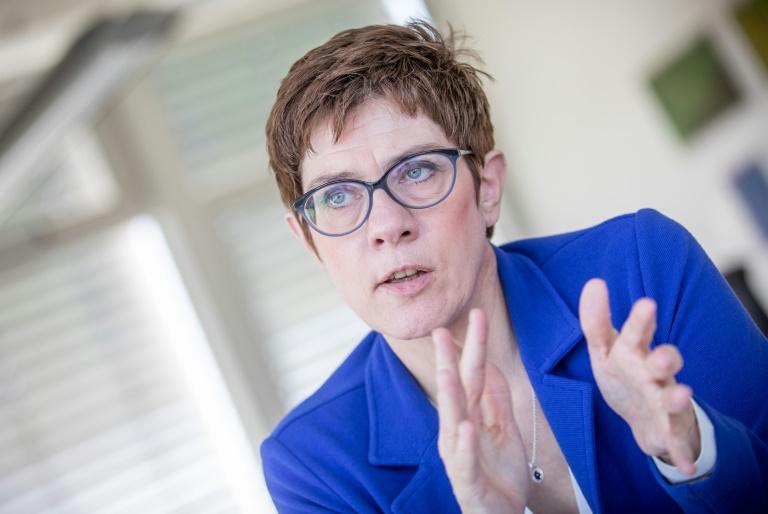Kramp-Karrenbauer fordert mehr Rüstungsausgaben