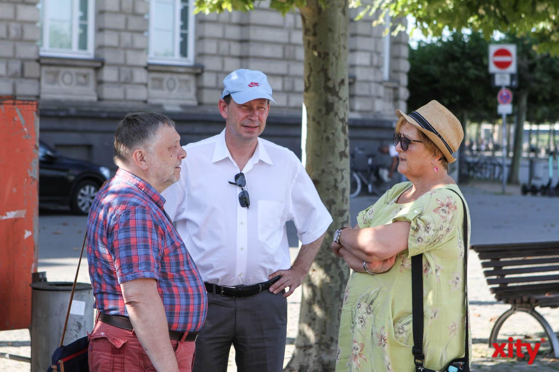 Bürgermeister Wolfgang Scheffler (l.) und Stadtdirektor Burkhard Hintzsche waren bei der Tour durch Düsseldorf (Foto: xity)