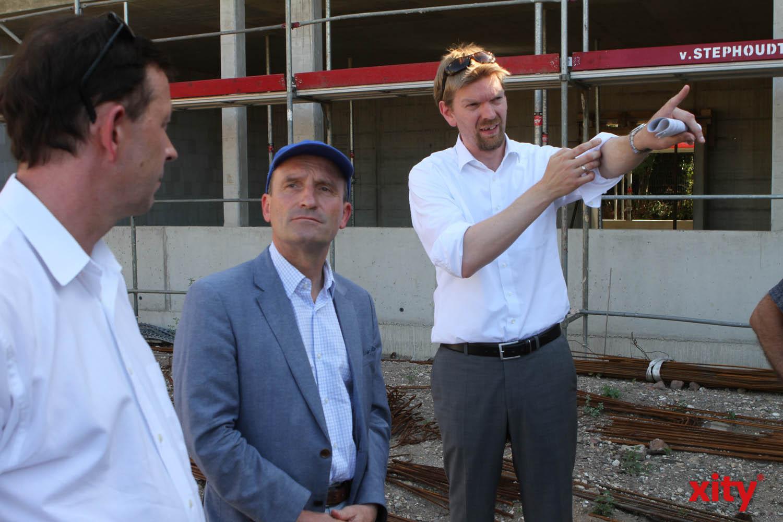Stadtdirektor Burkhard Hintzsche, Oberbürgermeister Thomas Geisel und der stellvertrende Schulamtsleiter Florian Dirszus (Foto: xity)