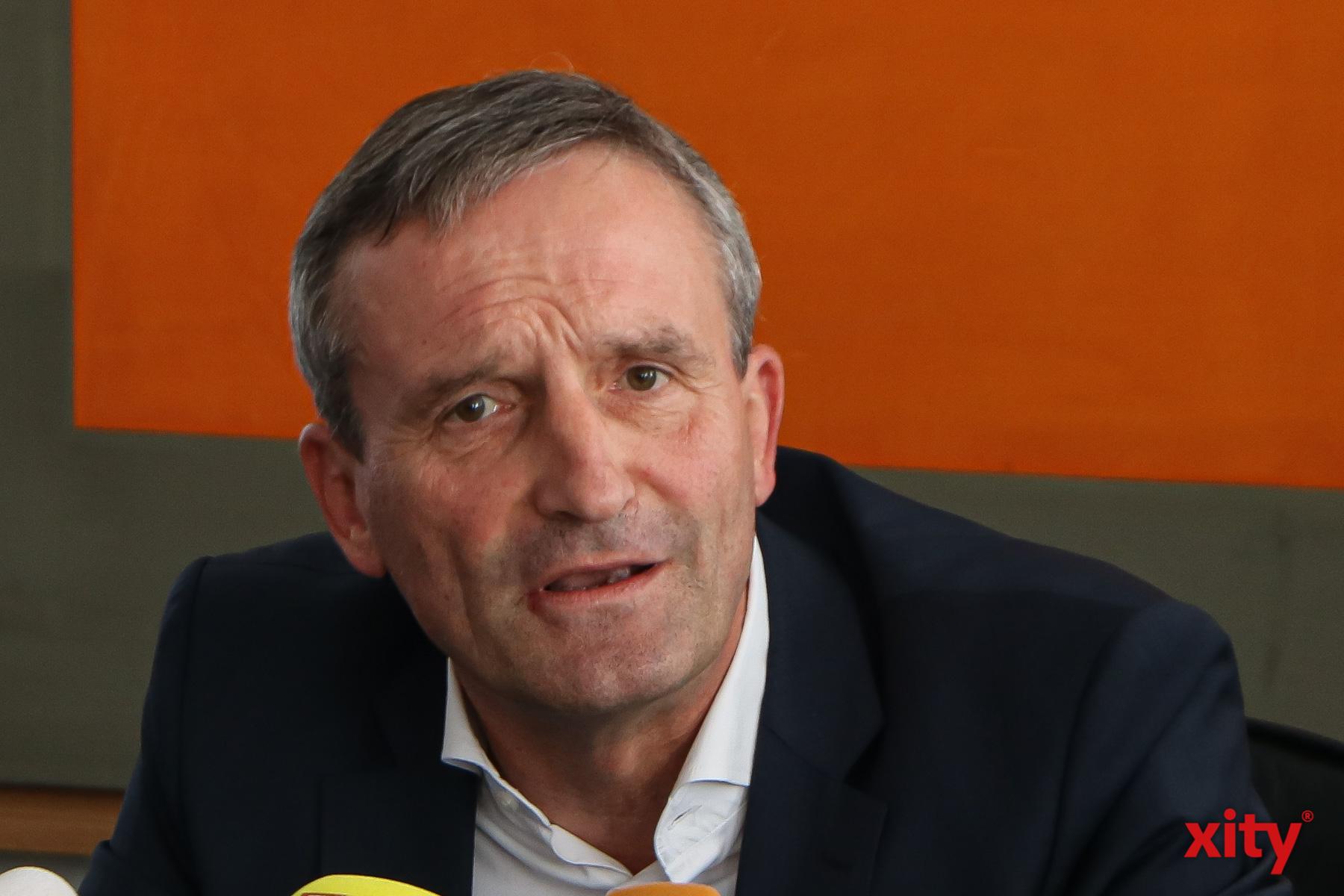 Oberbürgermeister Thomas Geisel will mehr Sicherheit im Rheinbad schaffen (Foto: xity)