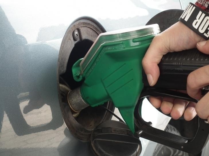 Spritpreise: Benzin billiger, Diesel teurer