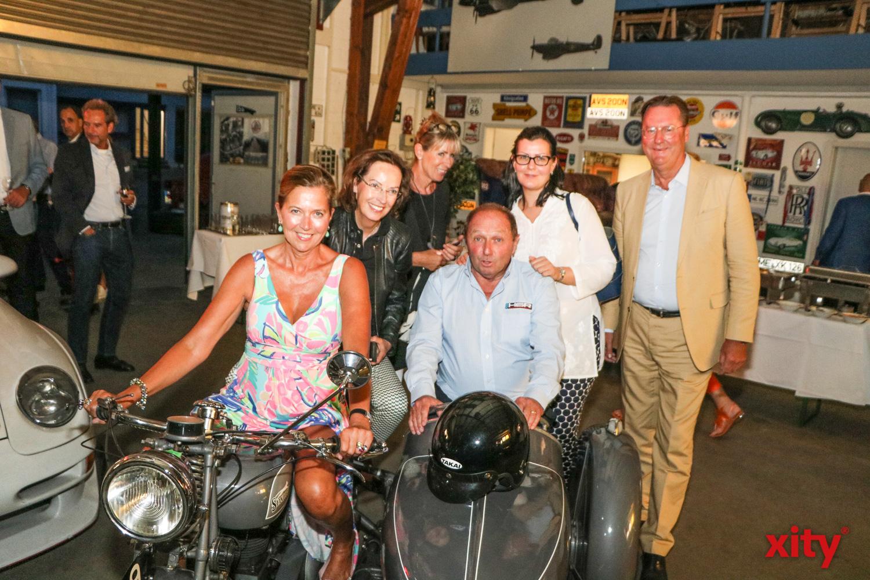 Dr. Alexander Schröder Freches (r) mit seinen Gästen. (Foto: xity)