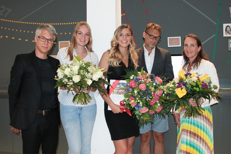 Die Jury des AMD Design Award mit der Gewinnerin Diana Krappen (Foto: Magdalena Kluth, AMD)