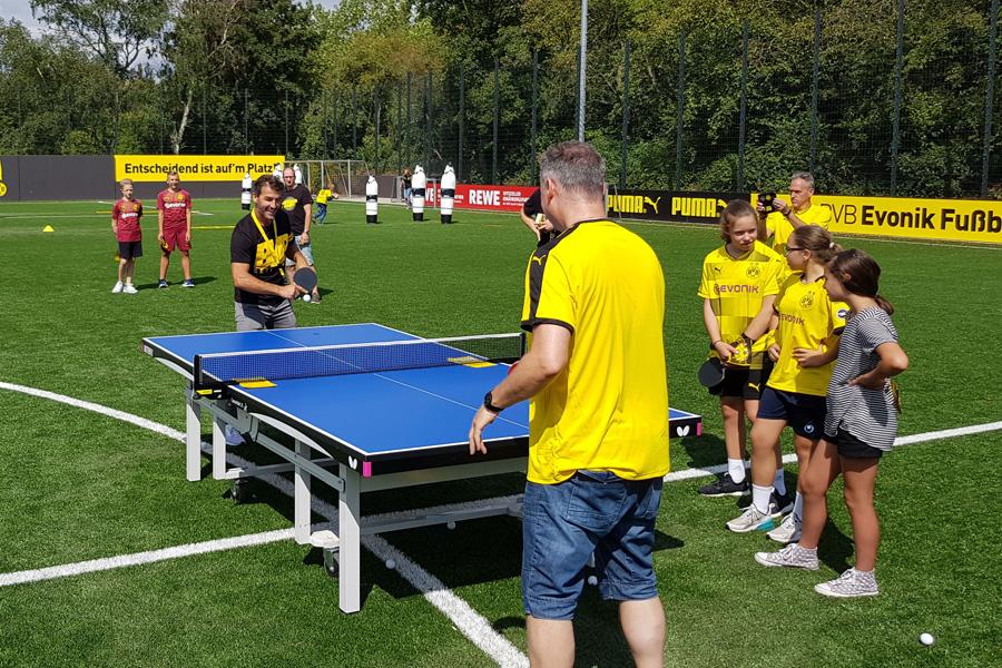 Karl-Heinz Riedle (hinten) beim Tischtennis (Foto: Borussia Düsseldorf)