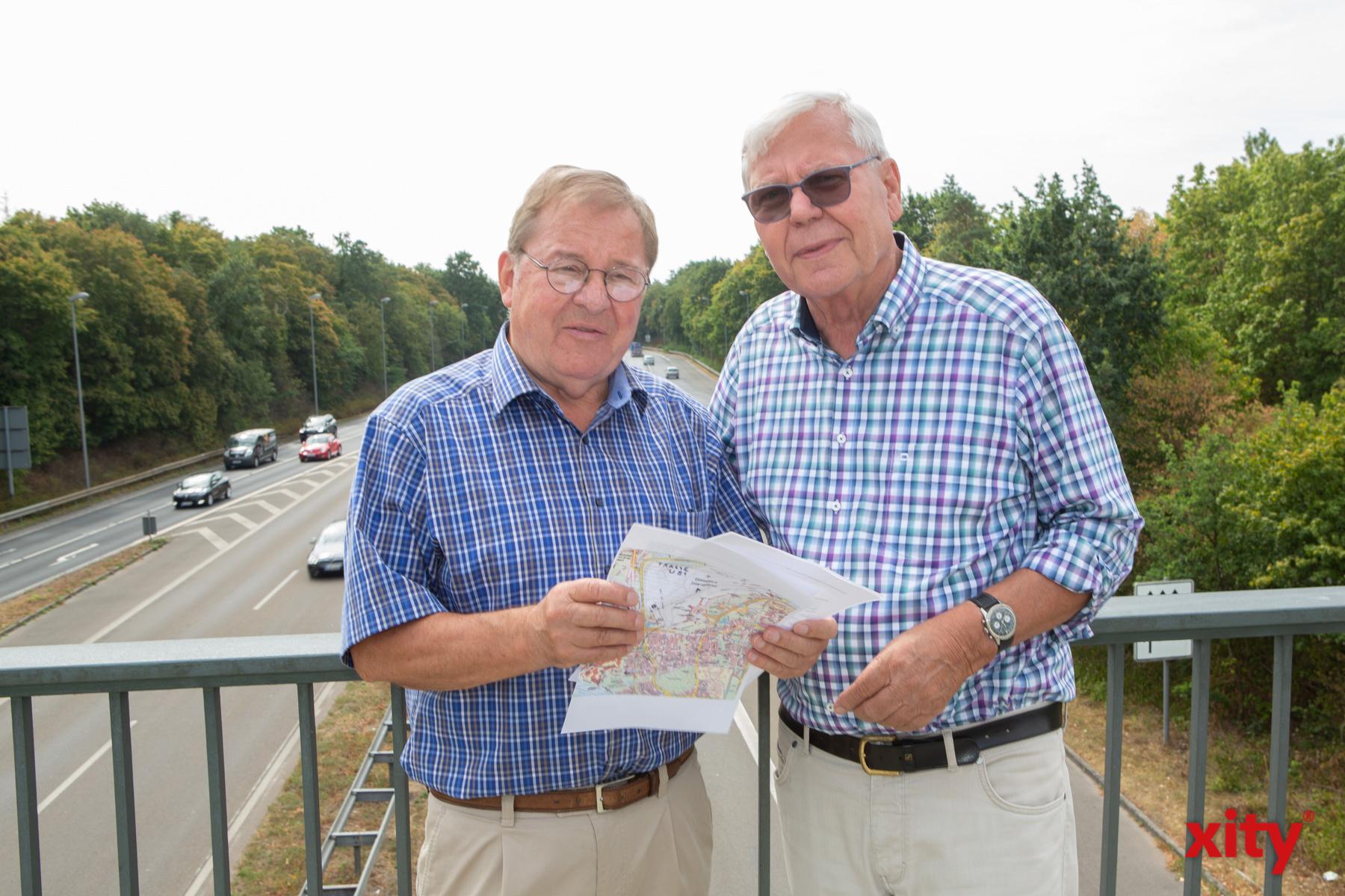 Siegfried Küsel (l.) und Klaus Scherschel vom Heimatverein Lohausen-Stockum e.V. (Foto: xity)