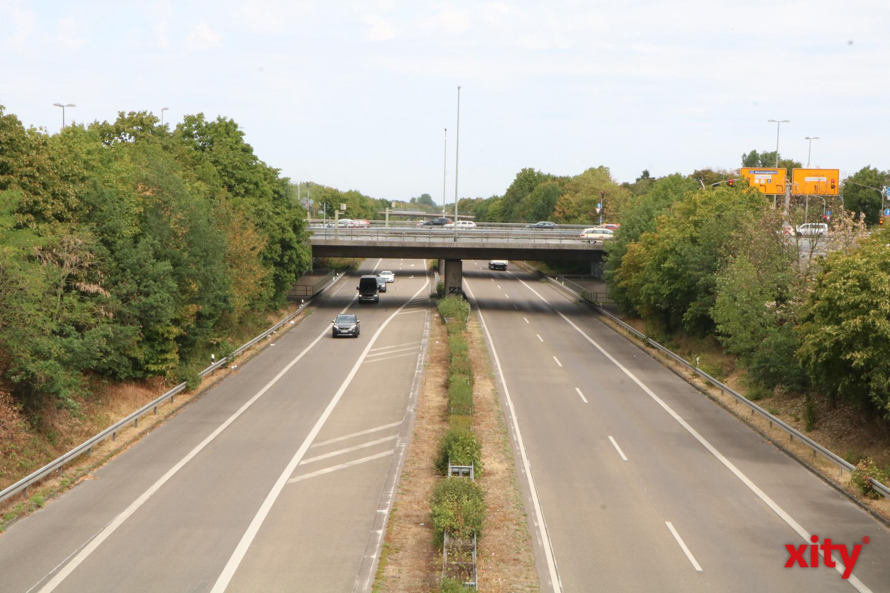 Über dieses Autobahnkreuz an der A44 soll die Hochtrasse der U-81 führen (Foto: xity)