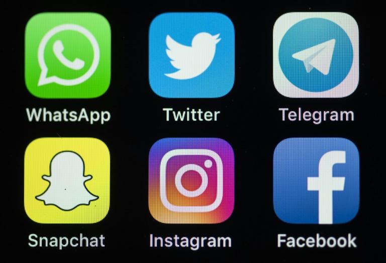 Fast jeder Zweite teilt Urlaubsfotos in sozialen Netzwerken
