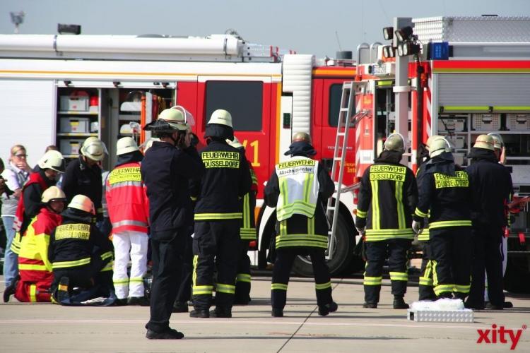 Feuer in Halle eines Recyclinghofes in Düsseldorf Reisholz (Foto: xity)