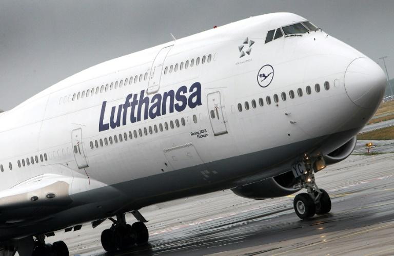 Lufthansa-Maschine dreht wegen technischer Probleme um (© 2019 AFP)