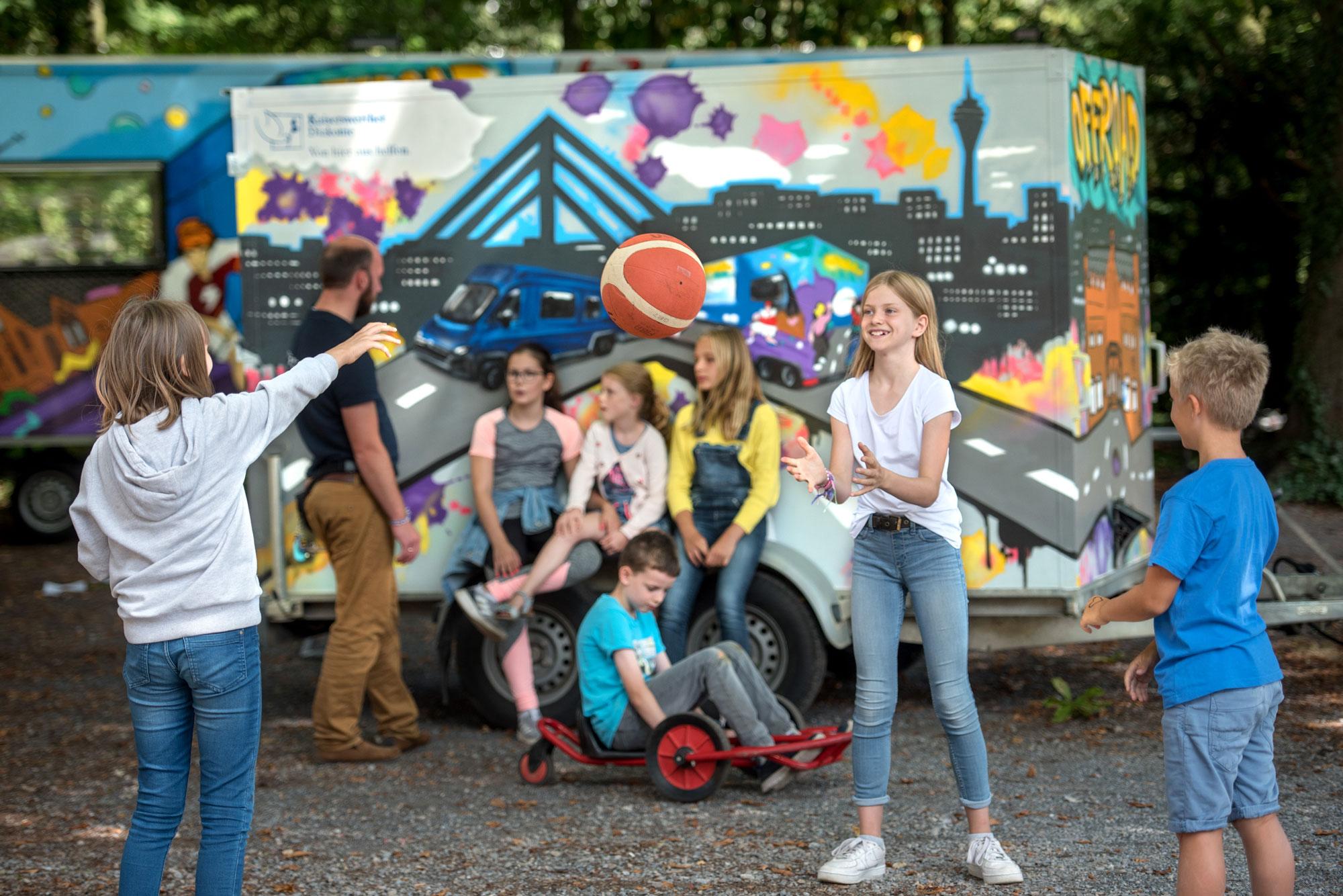 Das ORRFOAD-Team bietet an verschiedenen Standorten in Düsseldorf pädagogisch begleitete Freizeitangebote und Aktionen für Kinder und Jugendliche an. (Foto: Tanja Pickartz)