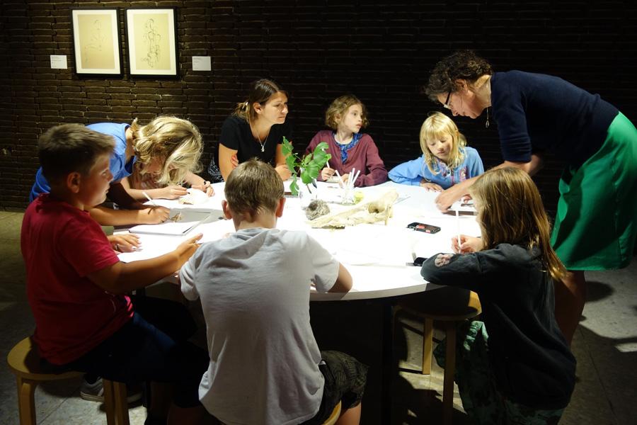 Die Kulturrucksäckler wurden im Lehmbruck-Museum bei einem kreativen Workshop selbst aktiv (Foto: Stadt Ratingen)