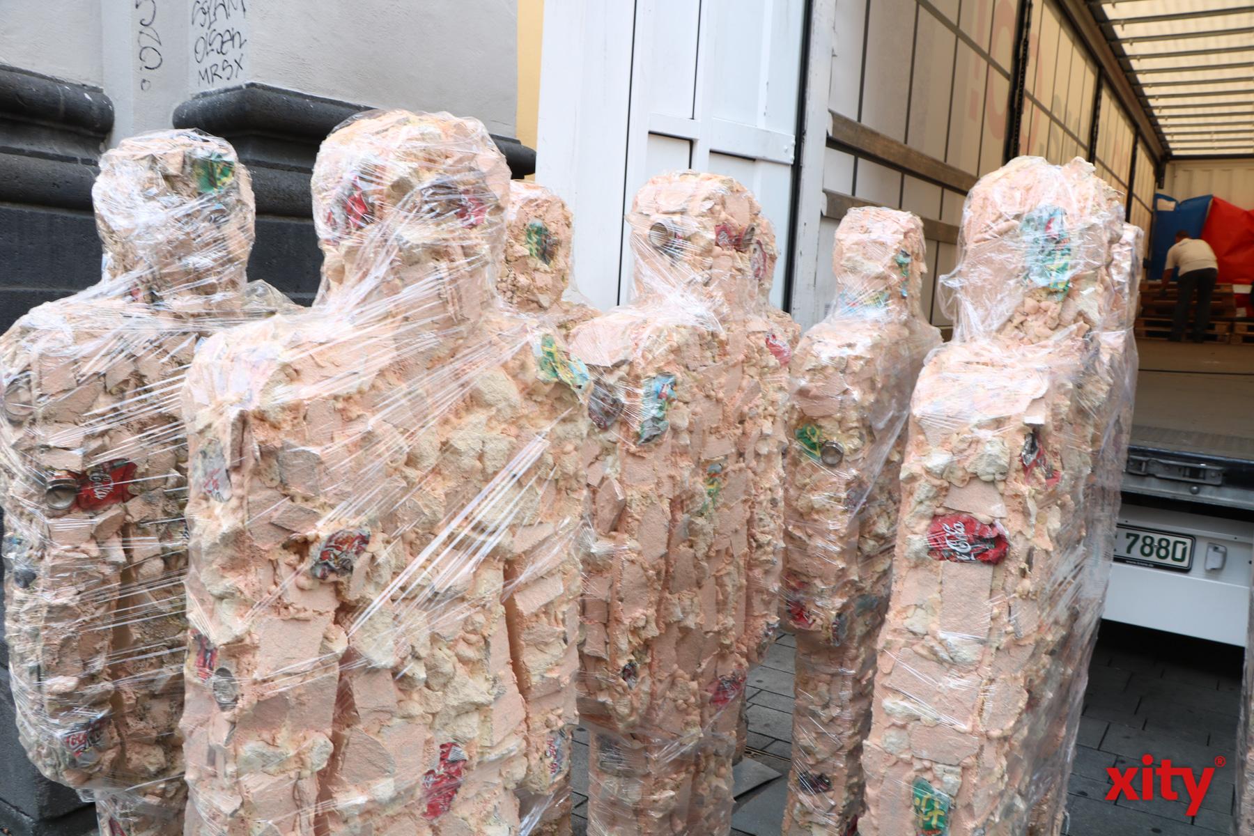 Die Skulpturen bestehen aus Gestein der Sassi di Matera und Müll (Foto: xity)