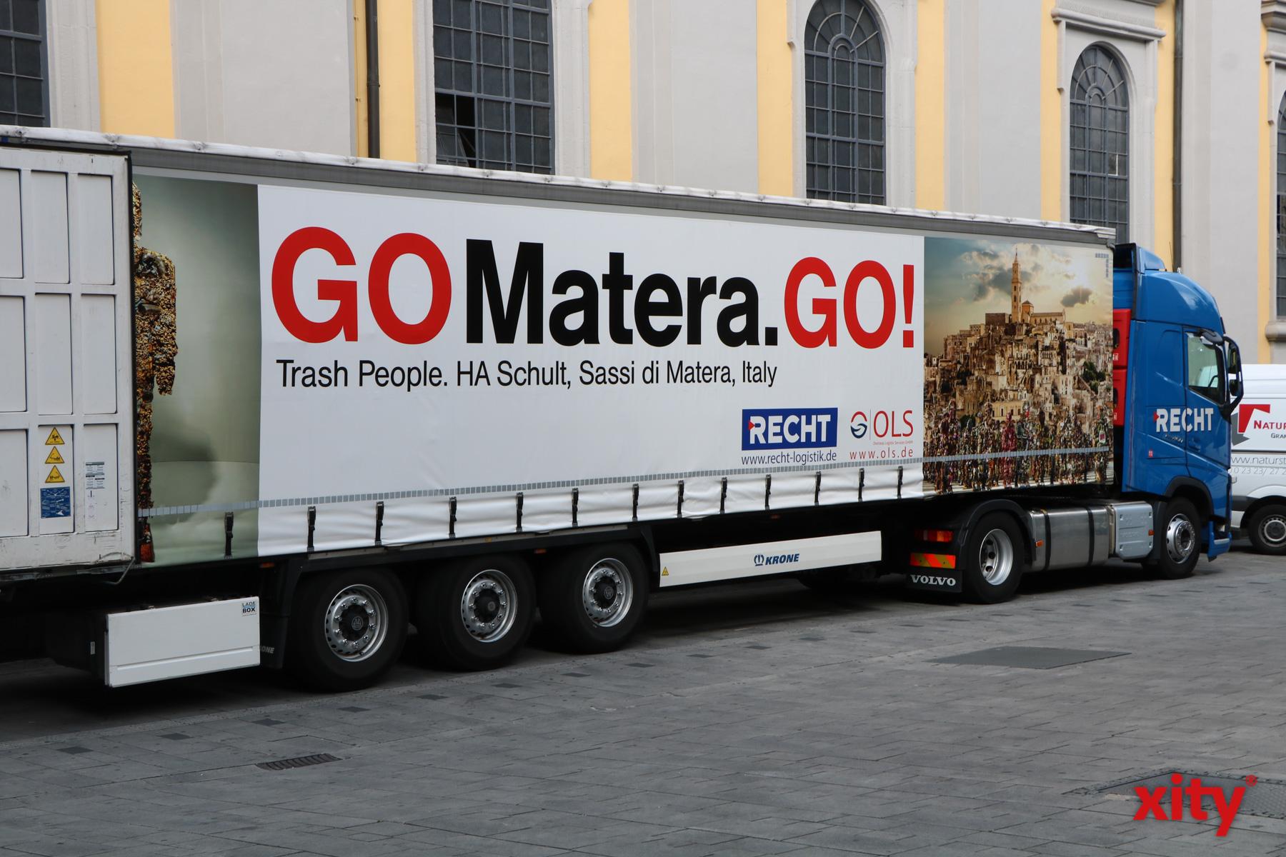 MIt diesem LKW geht es für die Trash People nach Matera (Foto: xity)