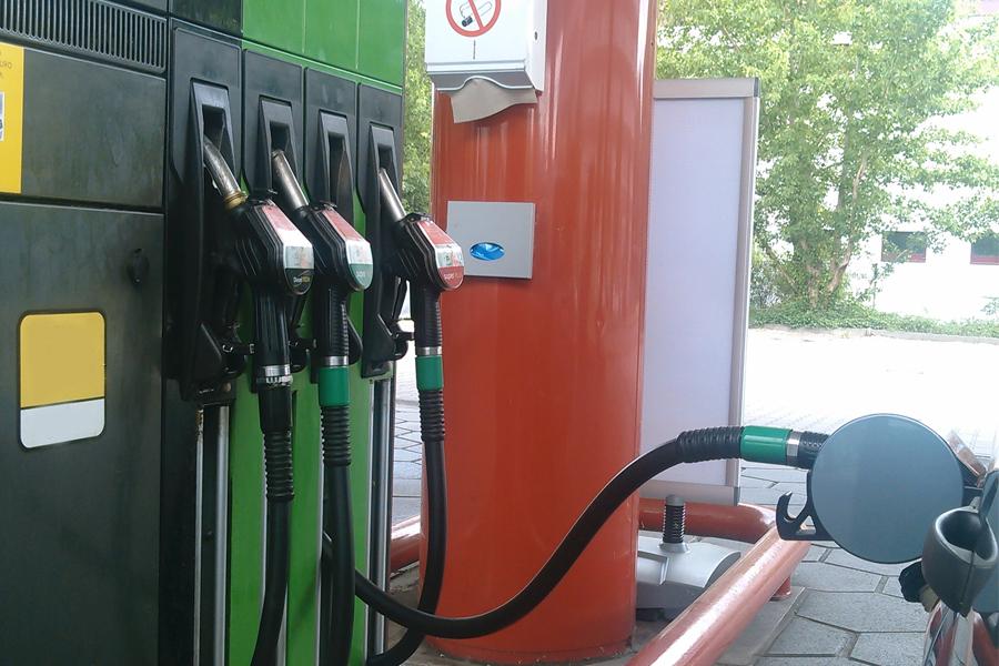 Benzin und Diesel deutlich günstiger