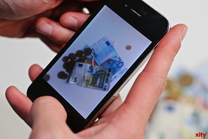 Kontaktloses Zahlen bei allen Bürgerbüros und Dienststellen mit elektronischen Bezahlterminals (Foto: xity)