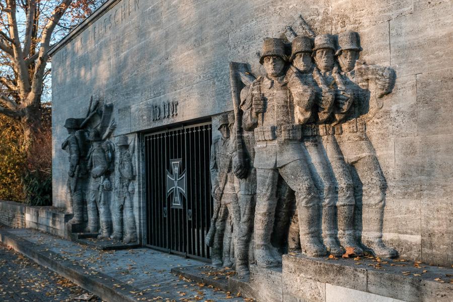 """Was wird aus dem """"39er-Denkmal"""" am Reeser Platz?"""