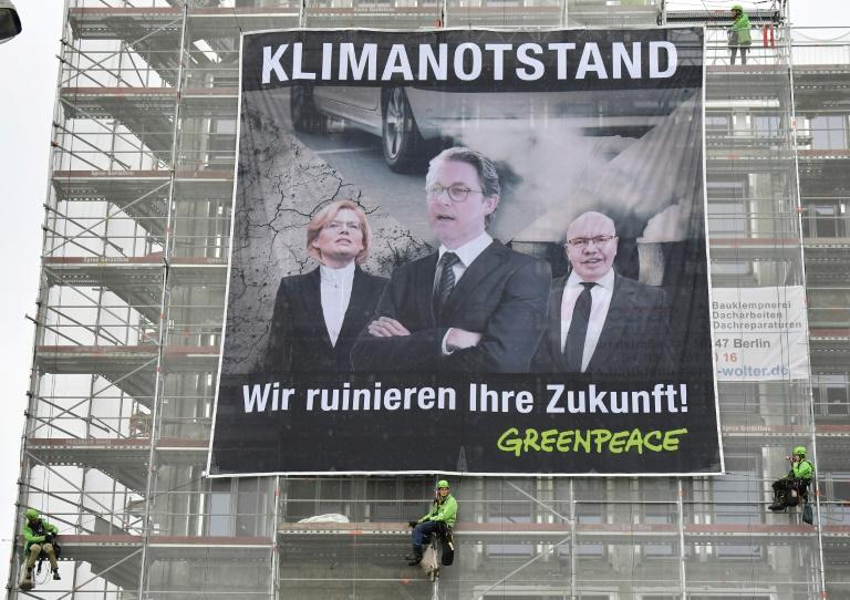 Greenpeace-Aktion am Tag der offenen Tür der Regierung