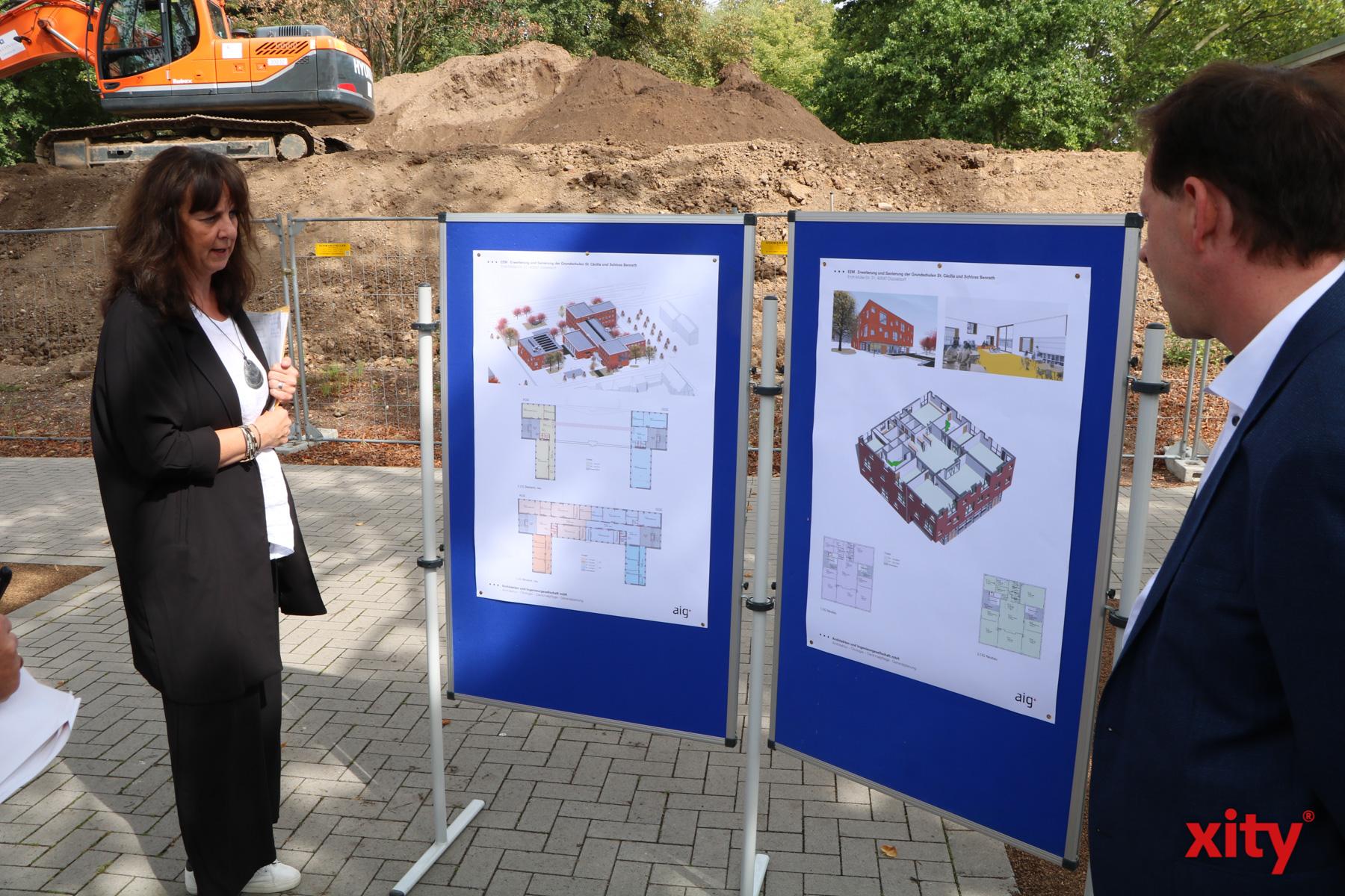 Freia Visser vom Schulverwaltungsamt erklärte die Maßnahmen in Benrath (Foto: xity)