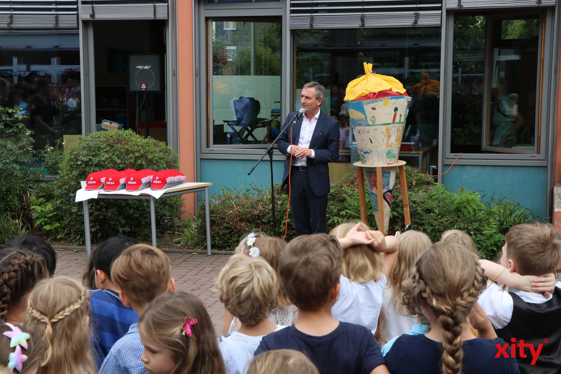 Düsseldorfs Oberbürgermeister Thomas Geisel begrüßte die Erstklässler (Foto: xity)