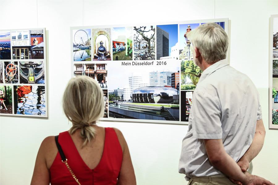 """Ausstellung """"Wir öffnen Türen"""" im Rathaus Düsseldorf eröffnet (Foto: Stadt Düsseldorf/Melanie Zanin)"""