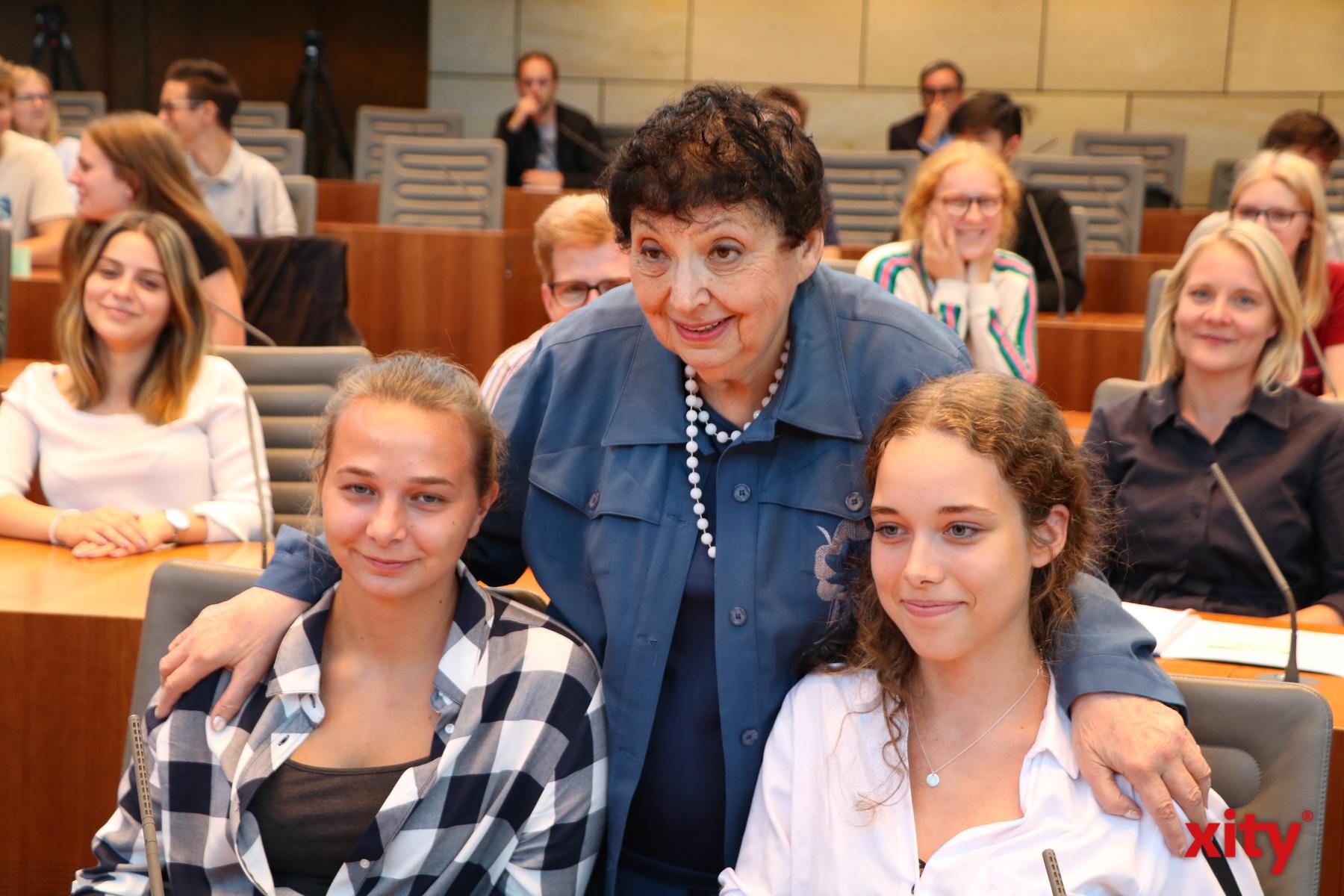 Inge Auerbacher überlebte den Holocaust und sprach am Montag im NRW-Landtag mit Jugendlichen darüber (Foto: xity)