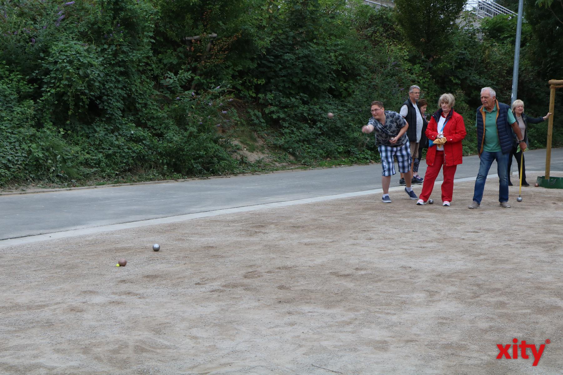 Besucher haben die Möglichkeit Boule im neuen Sportpark zu spielen (Foto: xity)