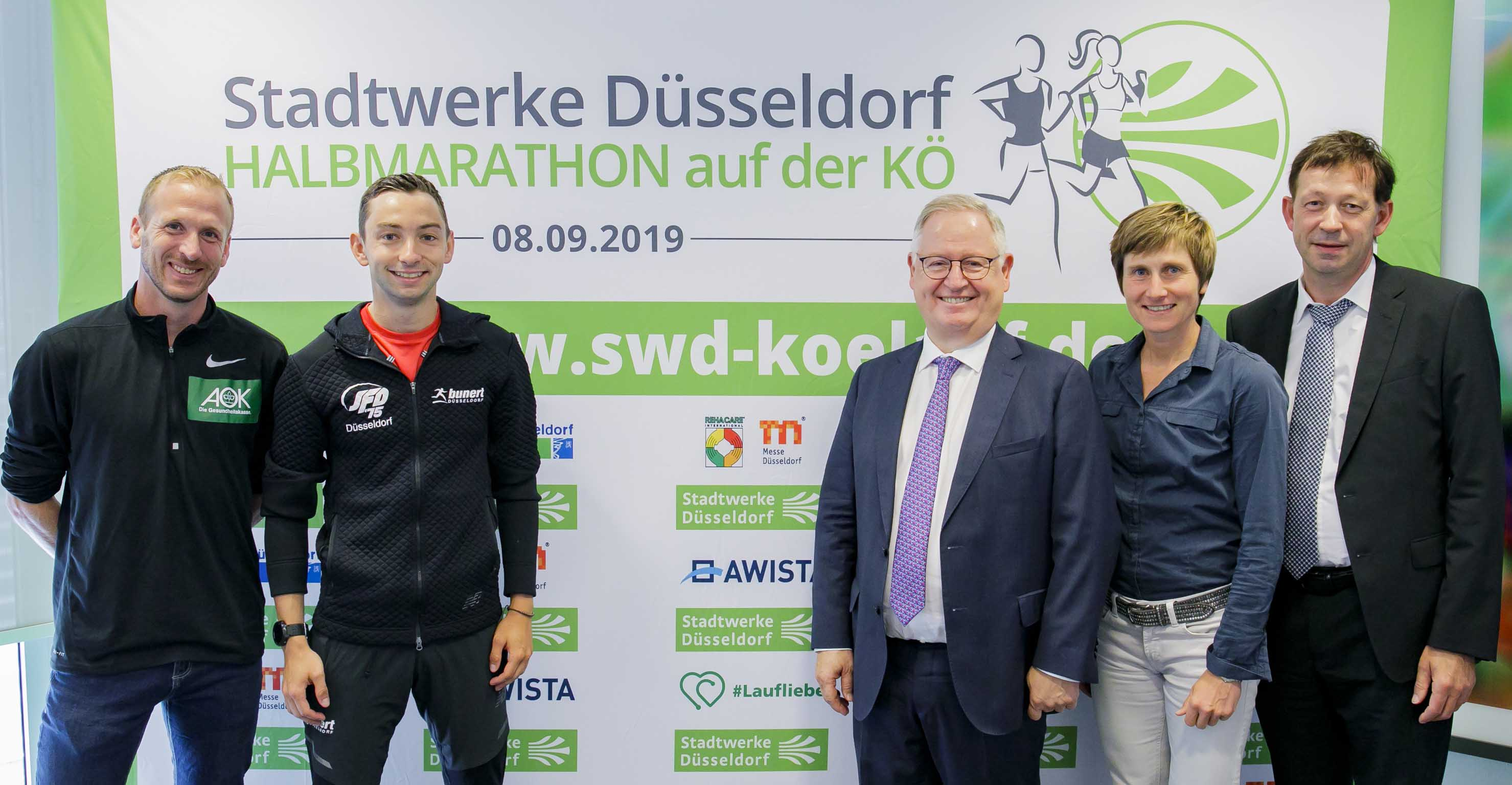 Jan Fitschen, Maximilian Thorwirth, Manfred Abrahams, Sonja Oberem und Burkhard Hintzsche (Foto: Stadtwerke Düsseldorf AG)
