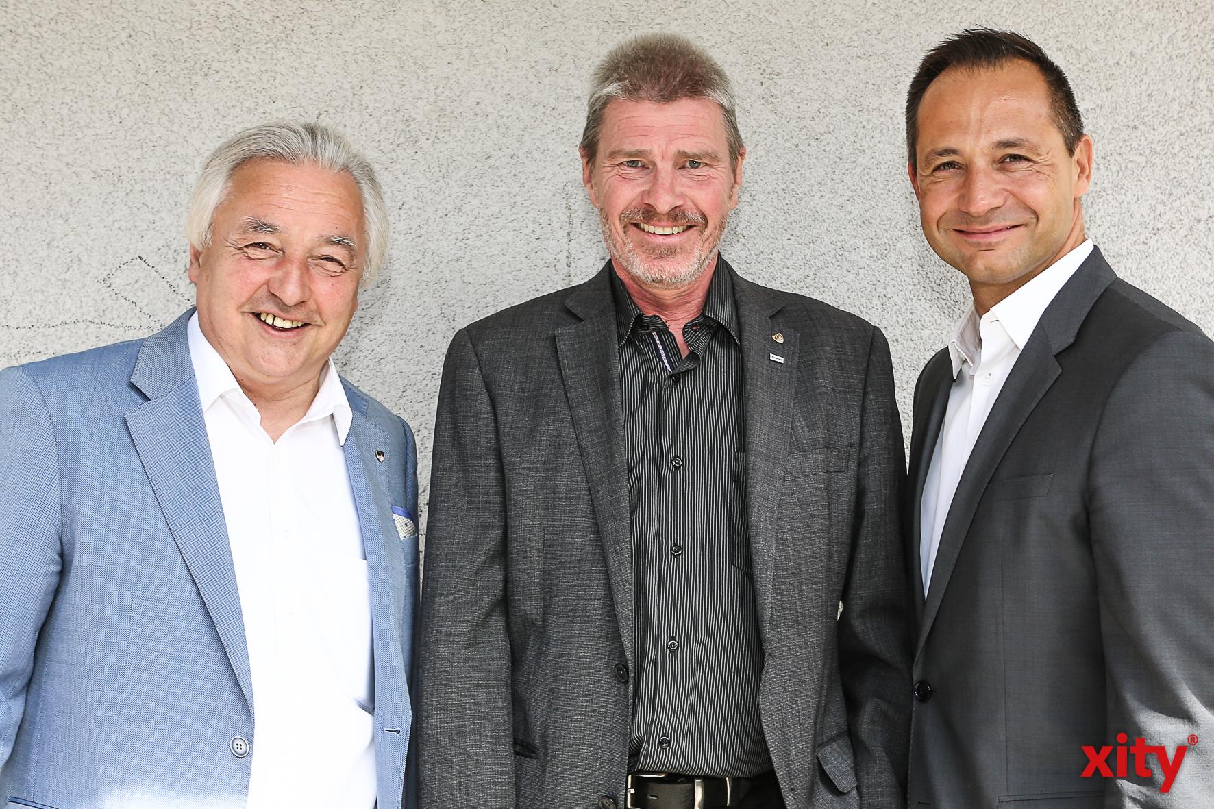Bürgermeister Volker Mosblech, Schuldezernent Thomas Krützberg, Schulleiter Pavle Madzirov (Foto: xity)