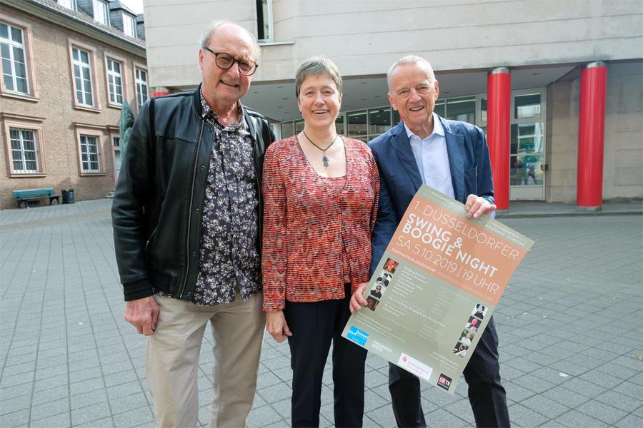 Musiker Wolfgang Scheelen, Direktorin Dr. Susanne Anna und Eckhart Kranz, Vorsitzender Freundeskreis des Stadtmuseums (Foto: Stadt Düsseldorf/Michael Gstettenbauer)