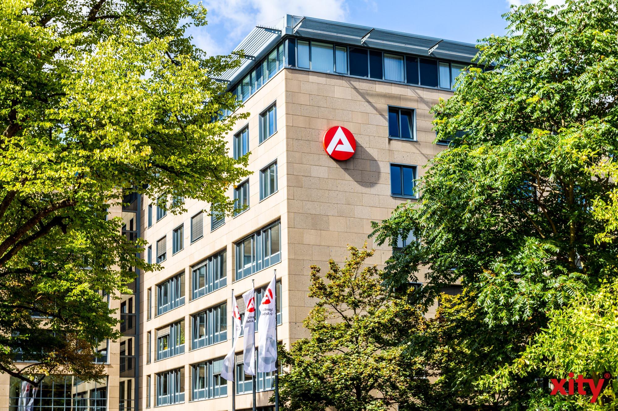 Personalwerbung der Polizei berät in der Agentur für Arbeit Düsseldorf (Foto: xity)