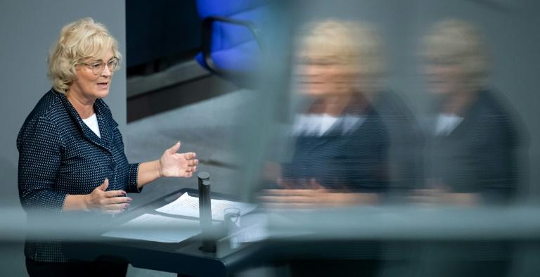 "Lambrecht will das ""Upskirting"" unter Strafe stellen (© 2019 AFP)"