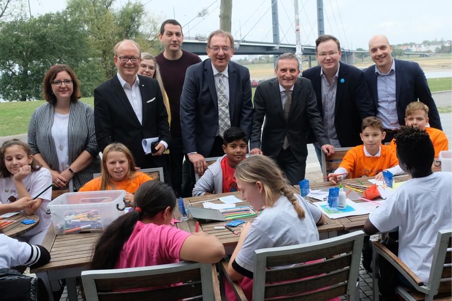 UNICEF und Düsseldorf feiern das 30-jährige Bestehen der UN-Kinderrechtskonvention (Foto: Stadt Düsseldorf/Wilfried Meyer)