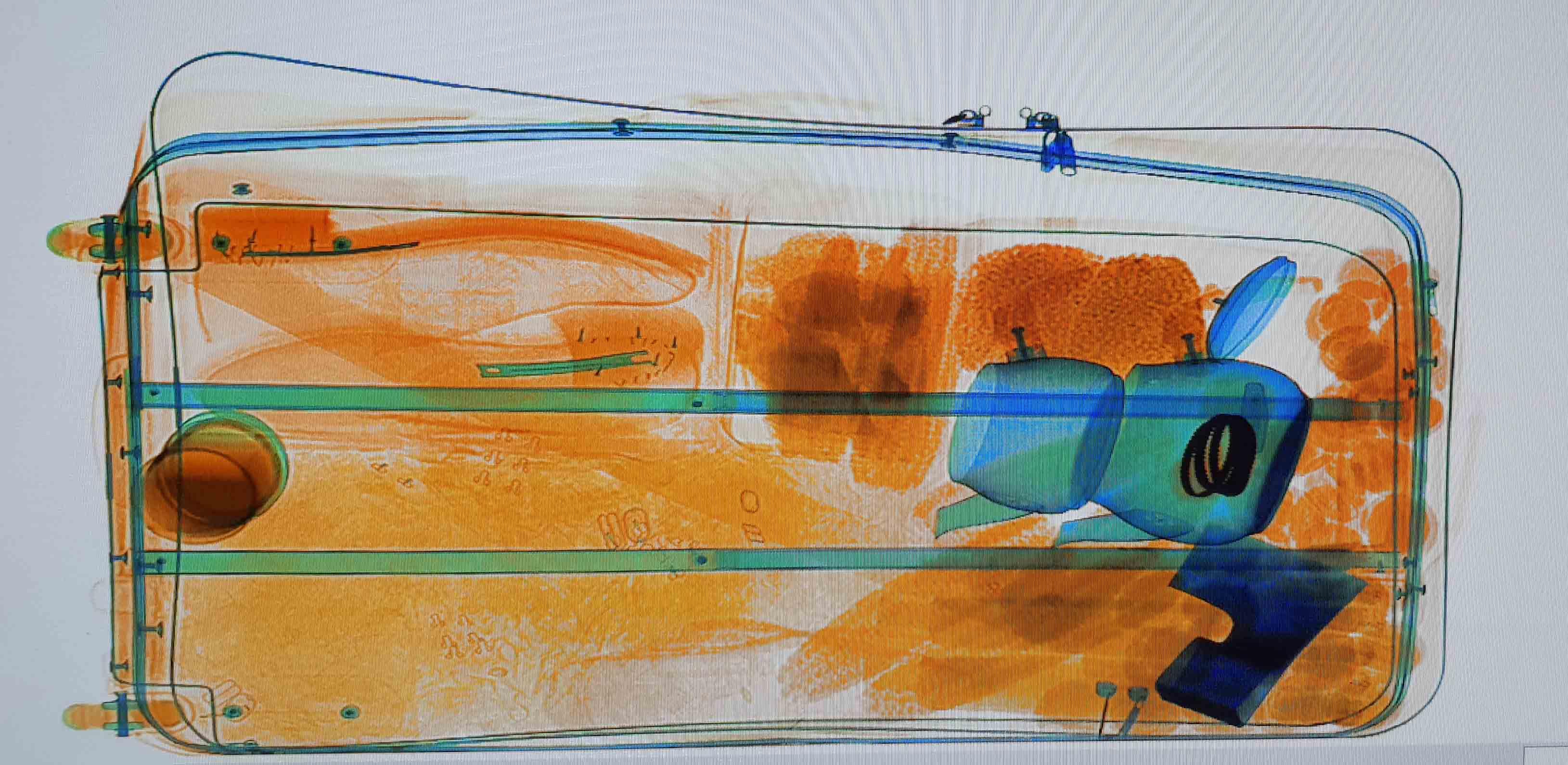 Röntgenbild mit Armreifen im Teekessel (Foto: Zoll Düsseldorf)