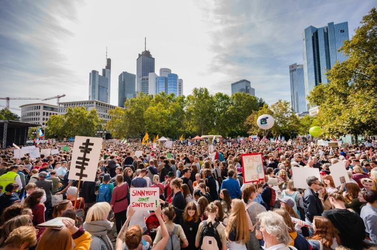 Hunderttausende gehen für besseren Klimaschutz auf die Straßen