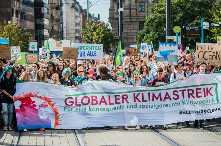 Aktivisten besetzen Paulskirche in Frankfurt am Main