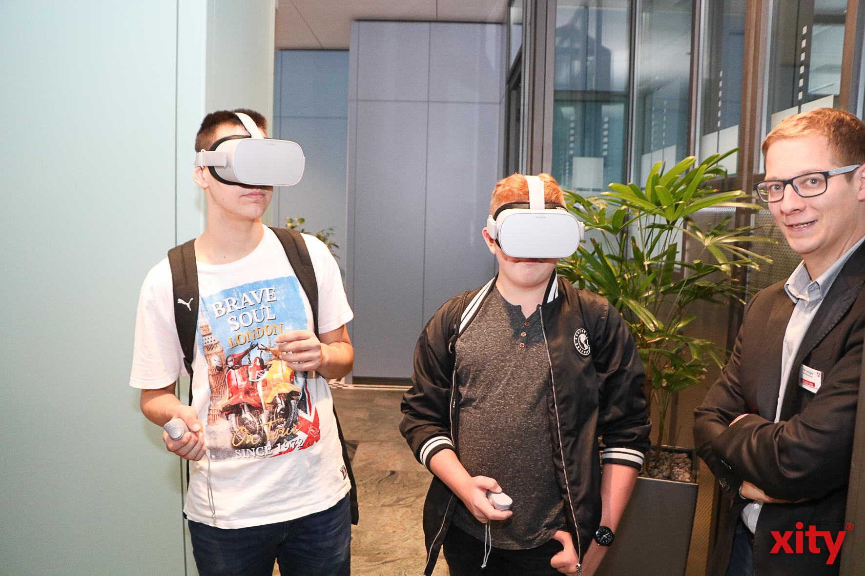 Die Schüler konnten vor Ort auch Virtual Reality erleben (Foto: xity)