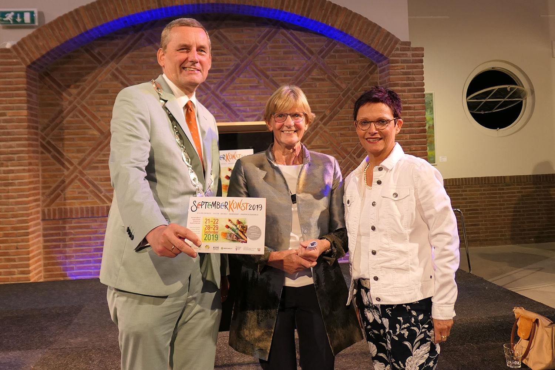 Anton Stapelkamp, Bürgermeister der Gemeinde Aalten, Loes Tiemann, Vorsitzende der Stichting Art Aalten und Elisabeth Kroesen, 1. stellvertretende Bürgermeisterin der Stadt Bocholt (Foto: Stadt Bocholt, Laura Blankenhorn)