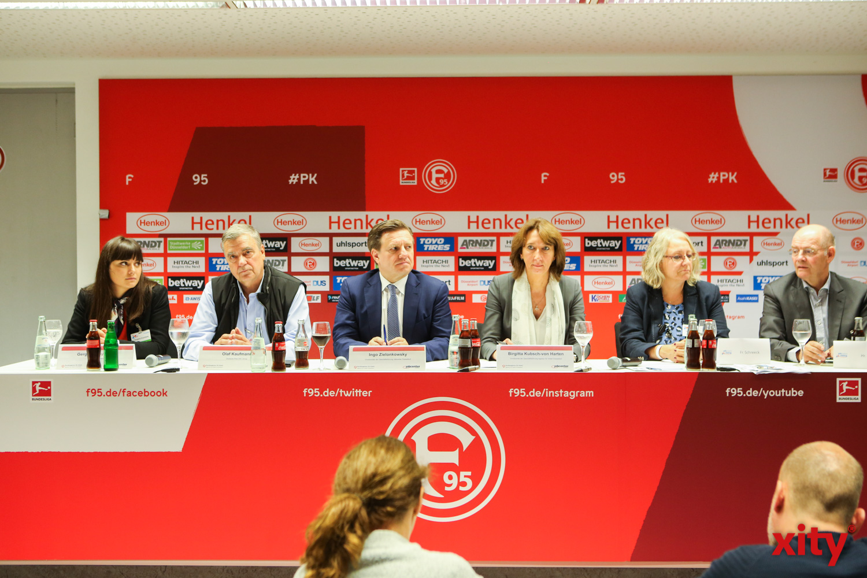 Bei einer Pressekonferenz erklärten die Veranstalter von Jobcenter und Arbeitsagentur das Konzept JobSpeedDating (Foto: xity)