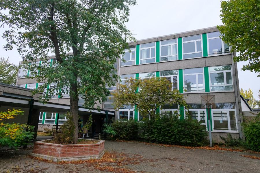 In einer ehemaligen Schule an der Aldekerkstraße hat die Stadt eine Notschlafstelle für obdachlose Menschen eingerichtet (Foto: Stadt Düsseldorf/Michael Gstettenbauer)