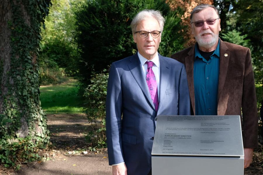 Kulturdezernent Hans-Georg Lohe und der Neffe des Ausnahmepianisten, Gilbert von Studnitz (Foto: Stadt Düsseldorf/Wilfried Meyer)
