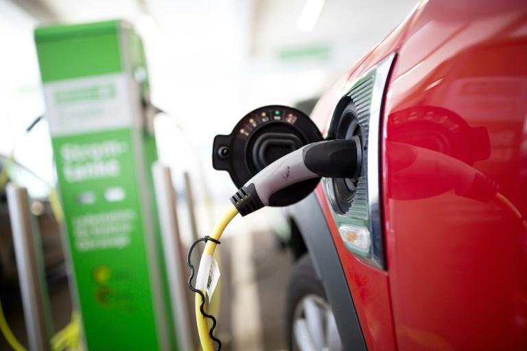 Studie: Bei Umstieg auf Elektomobilität weniger Arbeitsplätze notwendig (© 2019 AFP)