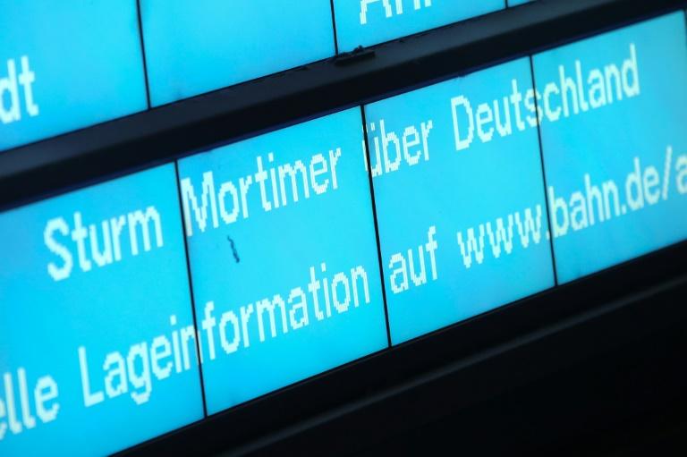 Sturmtief Mortimer beeinträchtigt Zugverkehr in Norddeutschland massiv (© 2019 AFP)