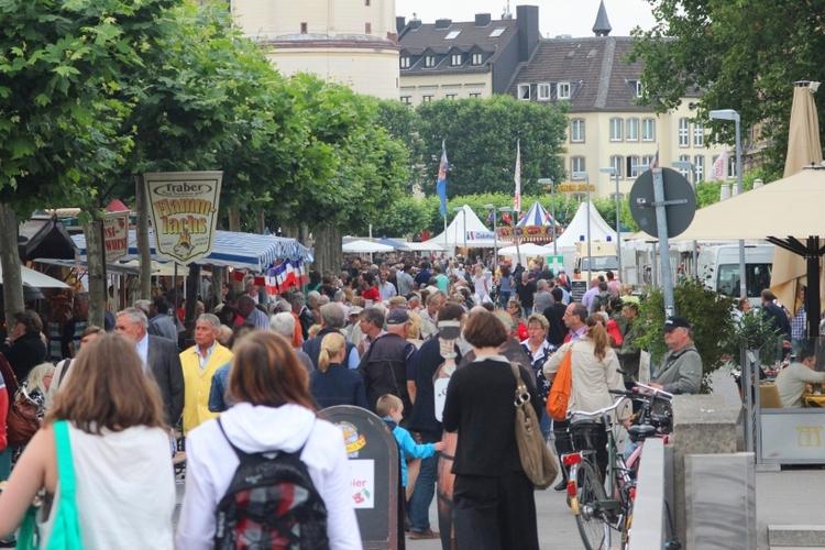 Das Frankreichfest lockte wieder tausende Besucher ans Rheinufer (Foto: xity)