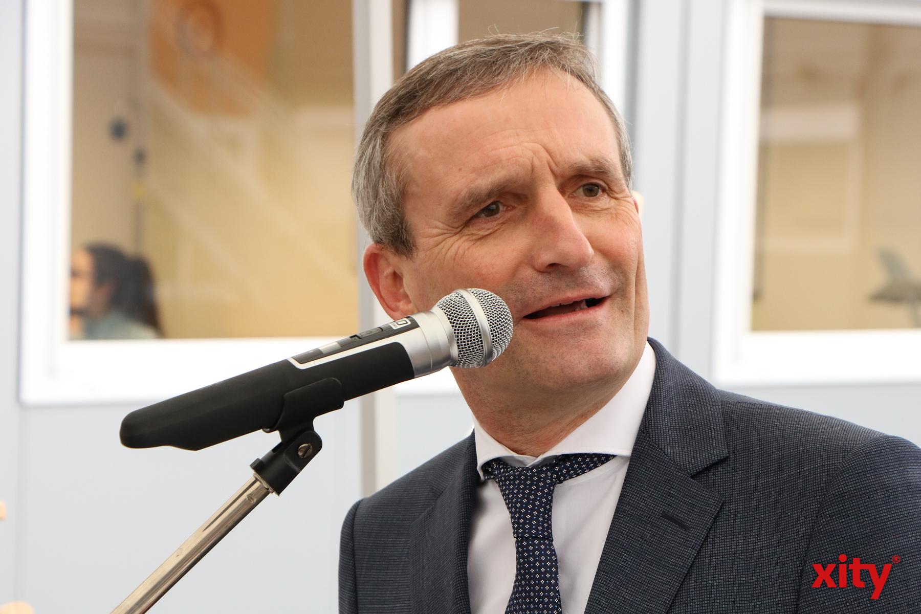 Düsseldorfs Oberbürgermeister Thomas Geisel eröffnete den Interimsstandort an der St. Franziskus-Straße (Foto: xity)