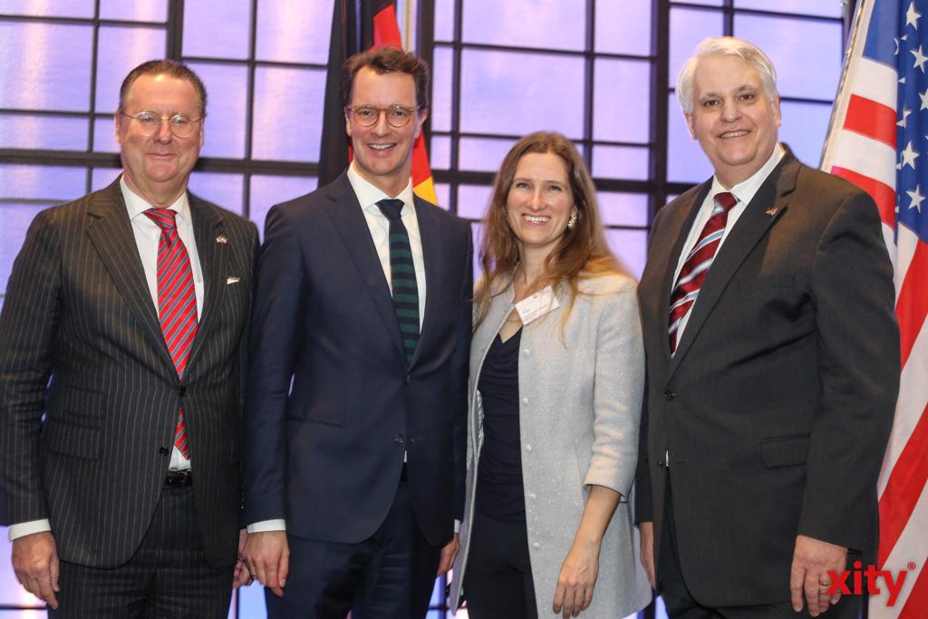 Dr. Alexander Schröder-Frerkes, Hendrik Wüst, Fiona Evans und Frank Sportolari (Foto: xity)