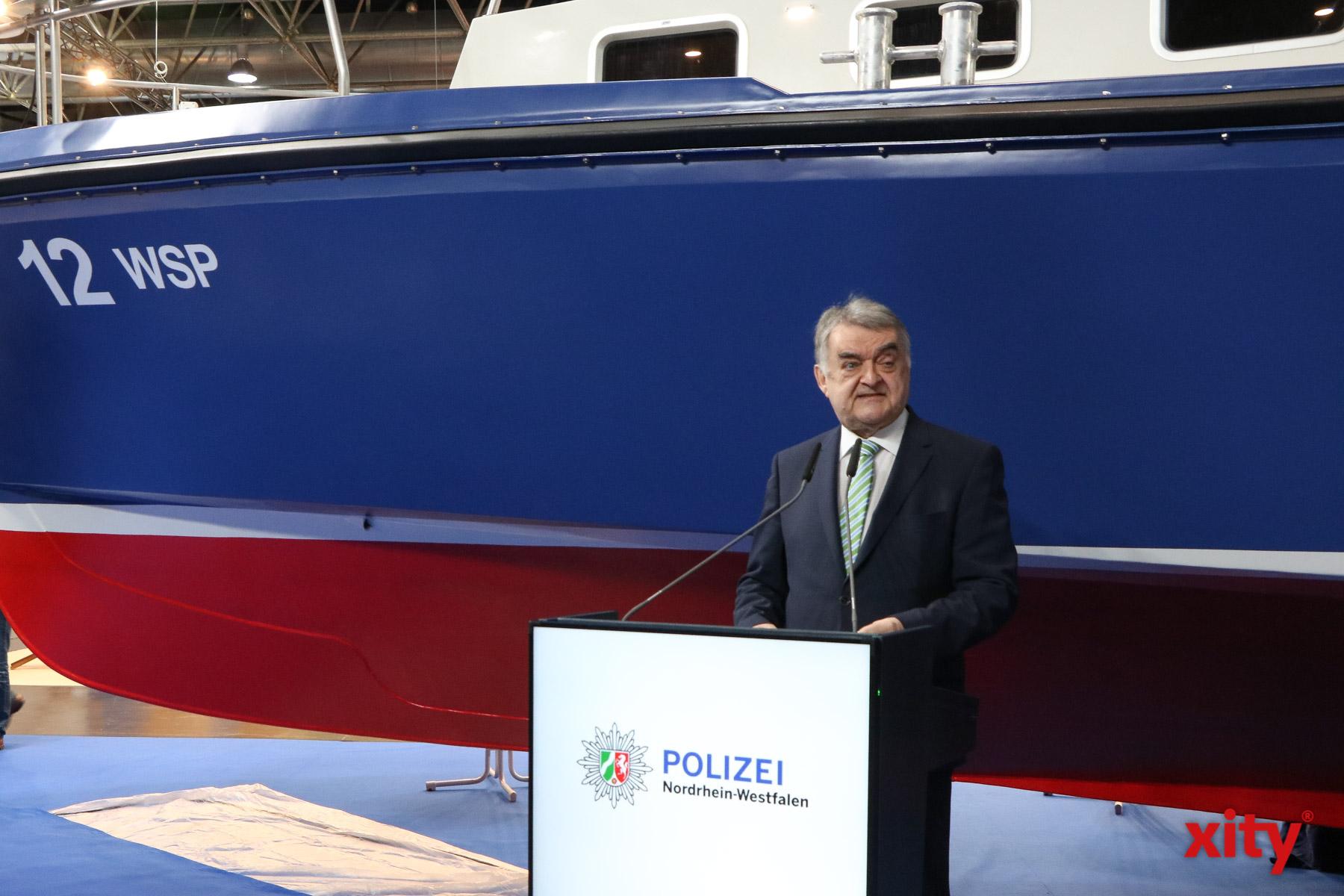 """NRW-Innenminister Reul stellt """"WSP 12"""" vor"""
