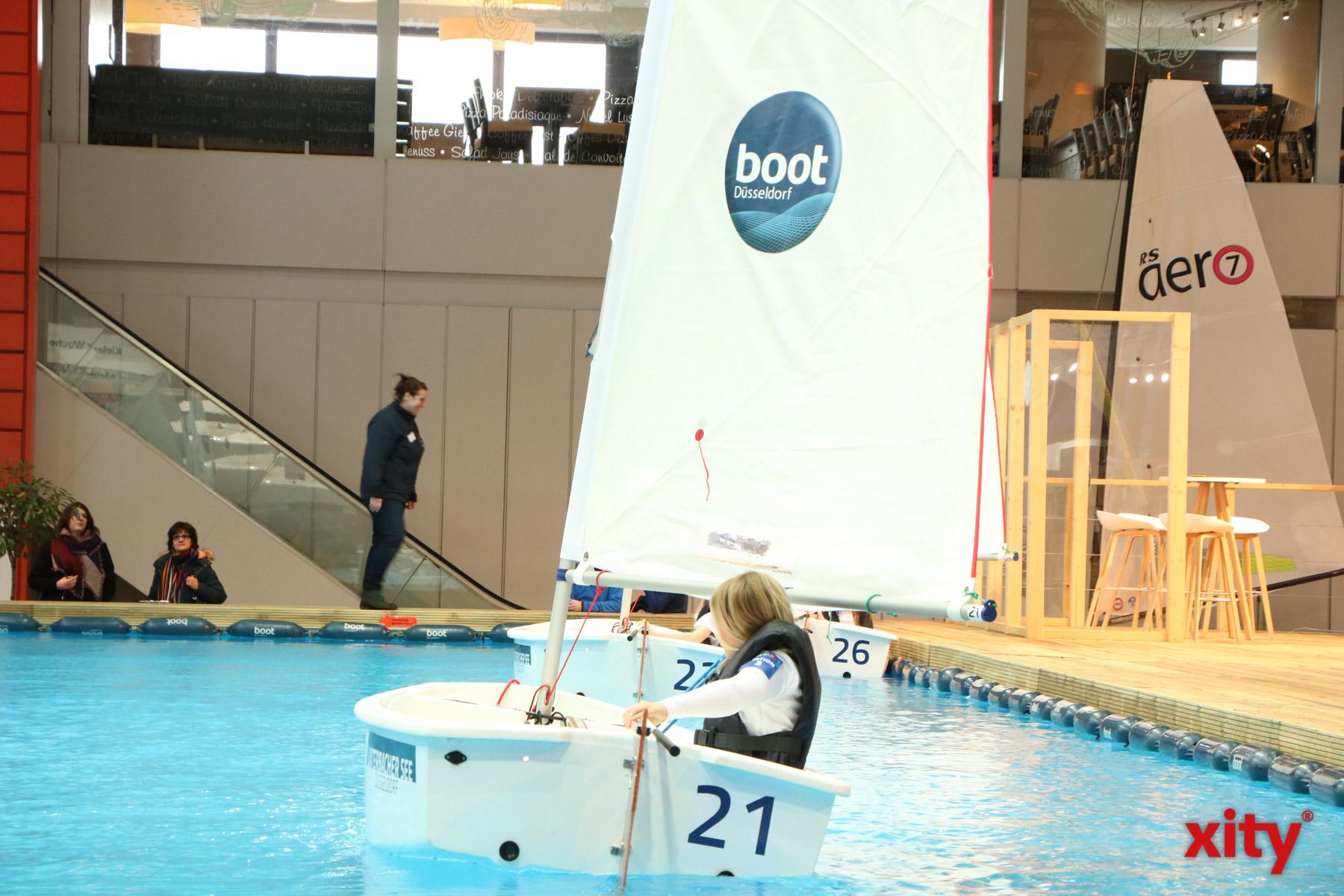 """Die """"Sailing School"""" gibt den Besuchern die Möglichkeit Segeln einmal selbst auszuprobieren (Foto: xity)"""