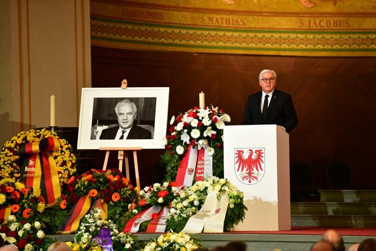 Hunderte Menschen nehmen Abschied von verstorbenem SPD-Politiker Stolpe