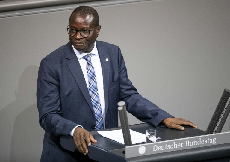 SPD-Politiker stärken Diaby nach Morddrohungen den Rücken